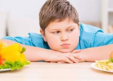 Сколько грудного молока или смеси должен съедать ребенок