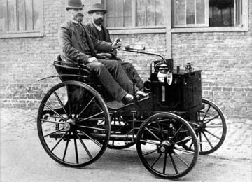 Когда и где состоялись первые автомобильные гонки