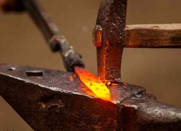 Кузнец – профессия, рожденная из огня и металла