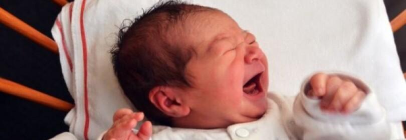 Почему ребёнок в год вздрагивает во сне? Причины и способы решения проблемы