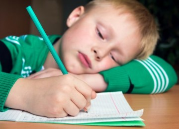 Почему ребенку скучно учиться в школе и как пробудить интерес к учебе