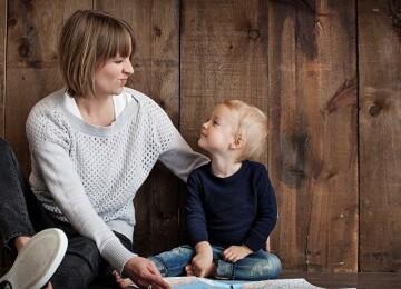 Ребенок 4 года не слушается и часто закатывает истерики — что делать?