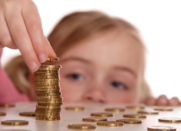 Как и когда правильно знакомить детей с деньгами