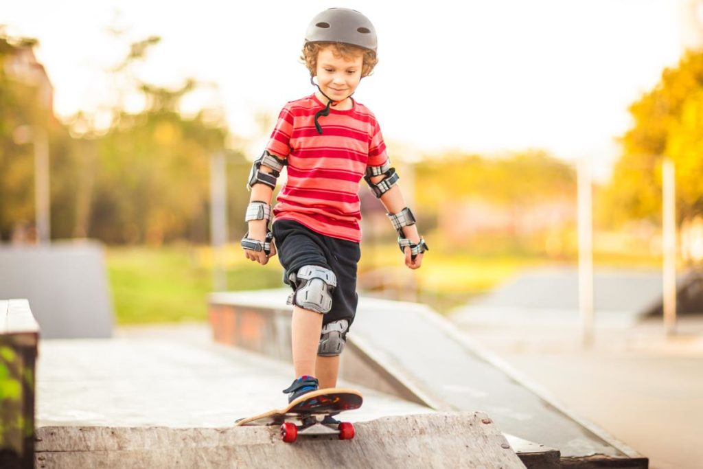 1200-646978358-little-boy-skateboarding.jpg