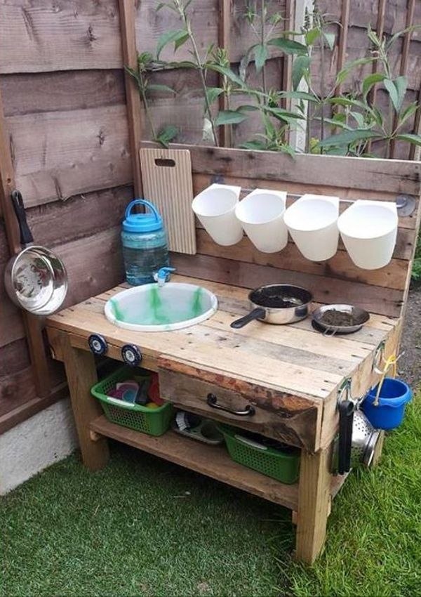 25-Beautiful-Outdoor-Kids-Projects-With-Recycled-Pallets-_-Home-Design-And-Interior.jpg