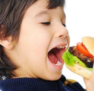 baby-eating-fast-food-300x292.jpg