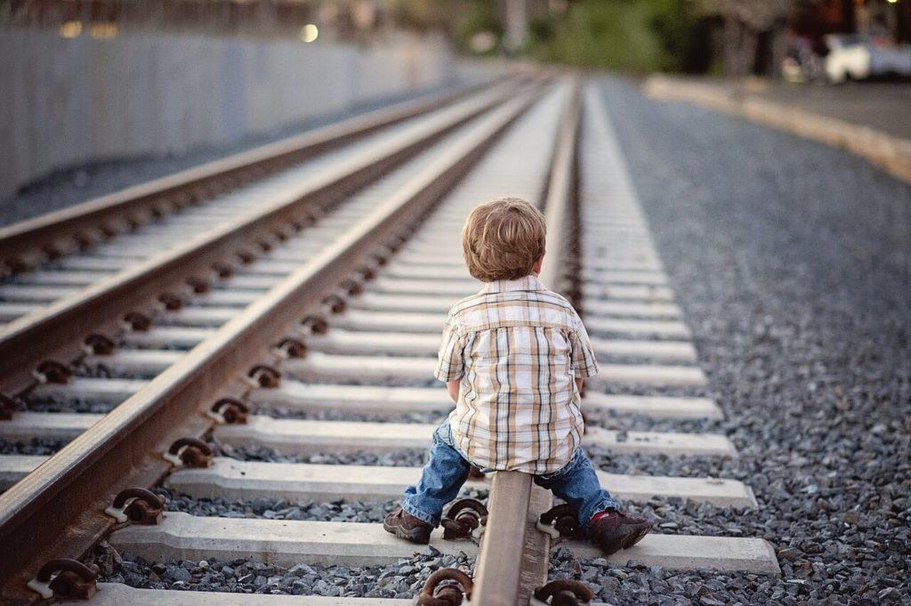 bezopasnost-detej-na-zheleznoj-doroge.jpg