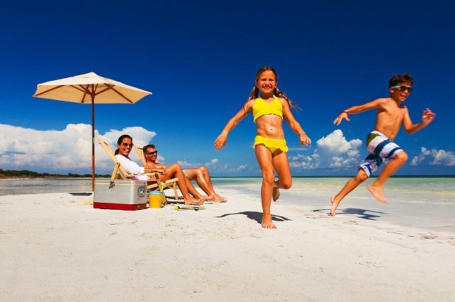 bh_family_beach_fun_ls_0205.jpg