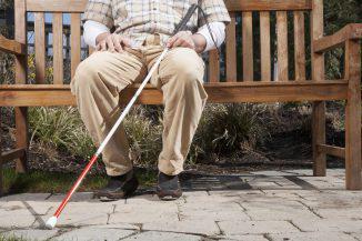 blind-person-outside_SYdzMXUABs-326x217-8.jpg