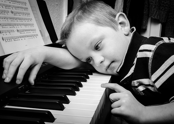 boy_and_piano.png