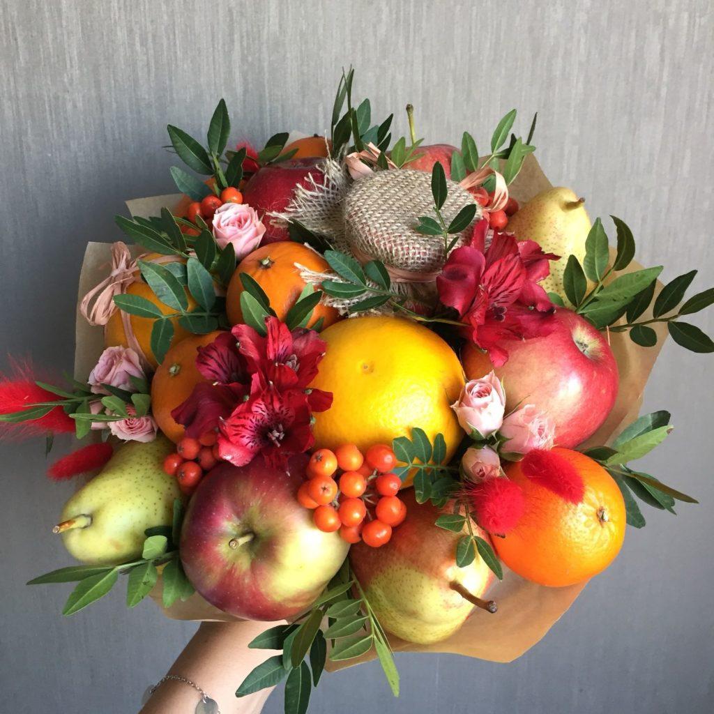 buket-iz-fruktov-i-tsvetov.jpg