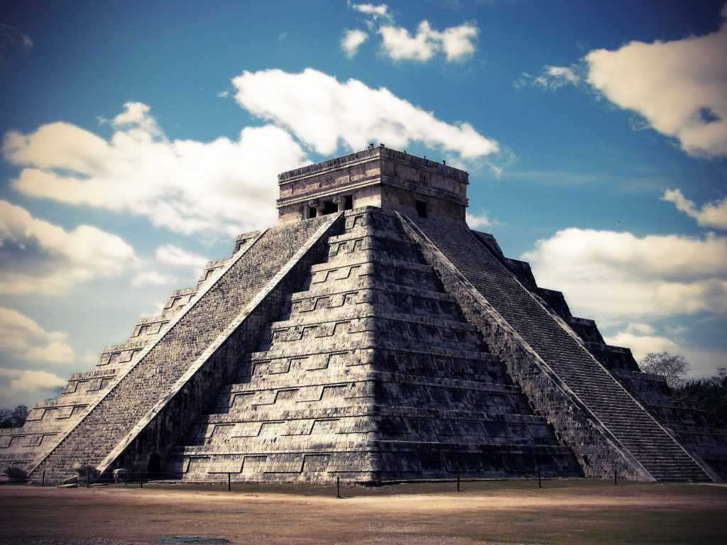 О чём сообщает пернатый змей в древнем городе майя