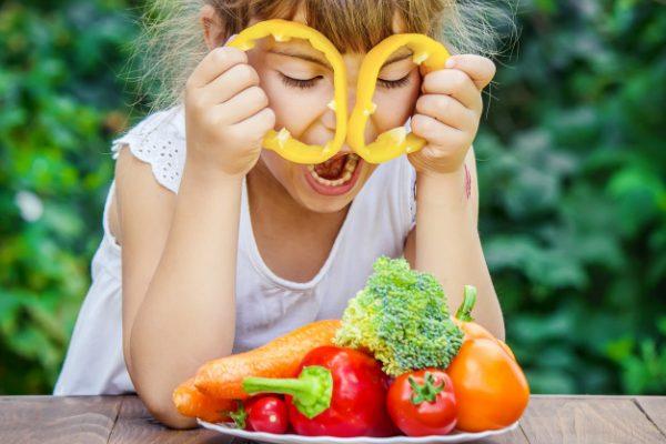 child-eats-vegetables-summer-photo-selective-focus_73944-6055-600x400.jpg