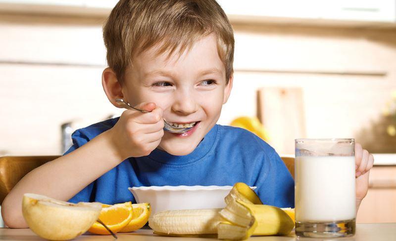 child-eats2.jpg