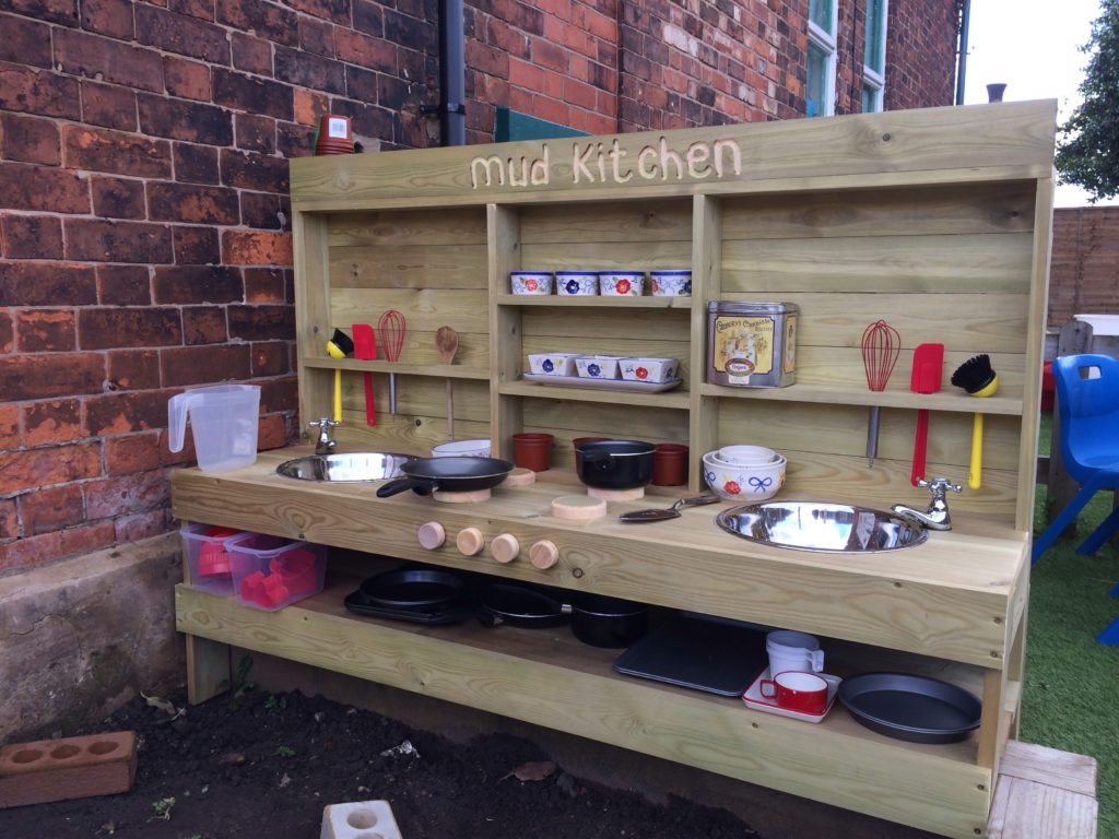 Fun-ideas-for-outdoor-mud-kitchens-for-kids.jpg