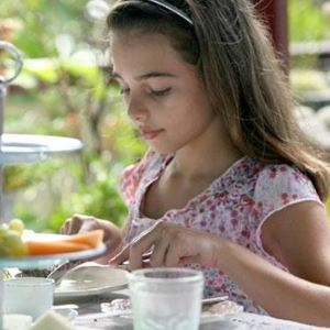 girl-is-eating.jpg