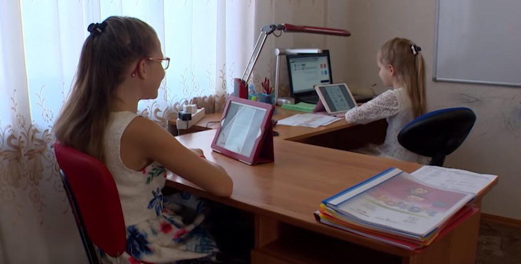 -научить-ребёнка-самостоятельно-делать-уроки-Организуем-рабочее-место.jpg