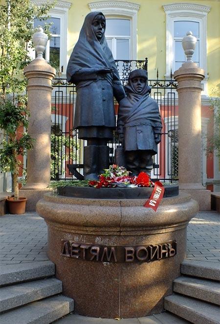 pamyatnik-detyam-vojny-03-v-krasnoyarske.jpg