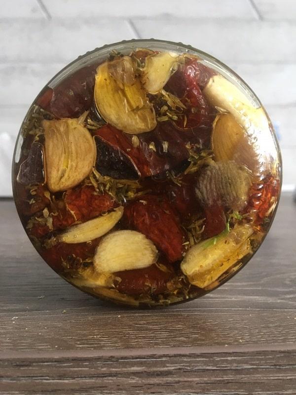 tomato-oil-min.jpg