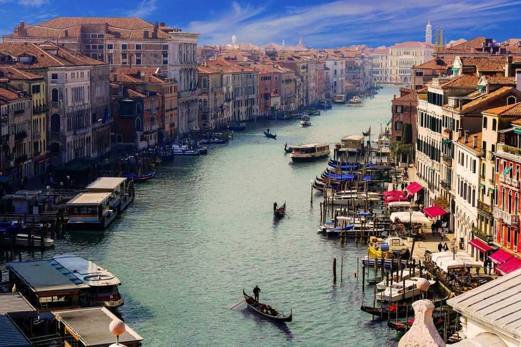 На чём стоит Венеция