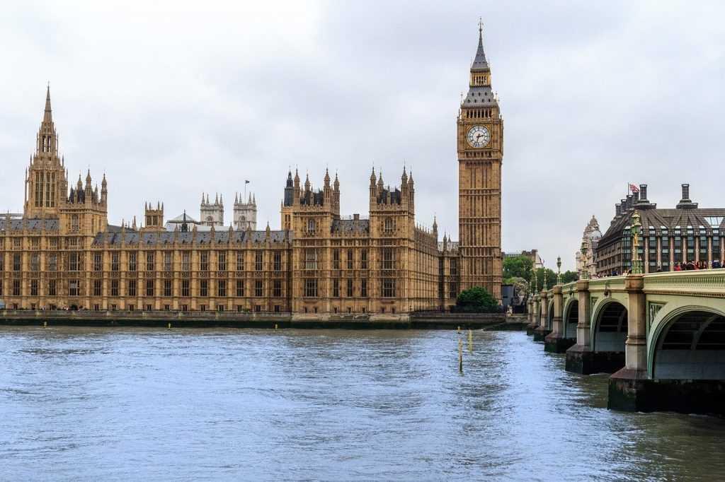 Почему известные часы в Лондоне называются Биг Бен